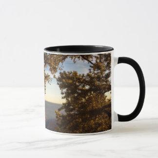 Coucher du soleil au-dessus de canyon grand mugs