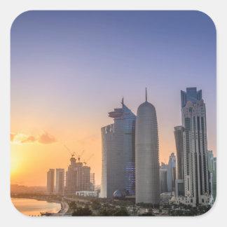 Coucher du soleil au-dessus de la ville de Doha, Sticker Carré