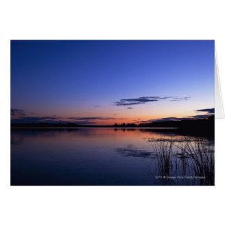 Coucher du soleil au-dessus de lac Wabamun avec Cartes