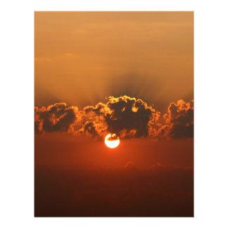 Coucher du soleil avec des nuages prospectus 21,6 cm x 24,94 cm