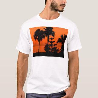 Coucher du soleil avec la paume t-shirt