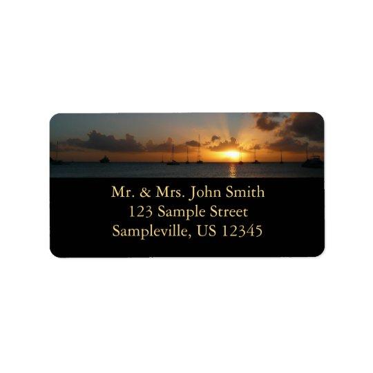Coucher du soleil avec la photo tropicale de étiquette d'adresse