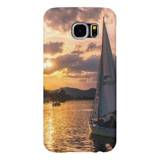 Coucher du soleil avec le bateau à voile