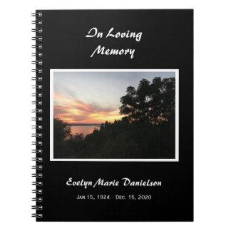 Coucher du soleil avec le livre commémoratif ou