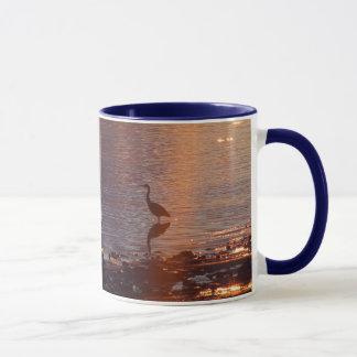 Coucher du soleil bleu de héron mug