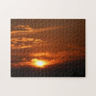 Coucher du soleil dans le puzzle à tête plate du