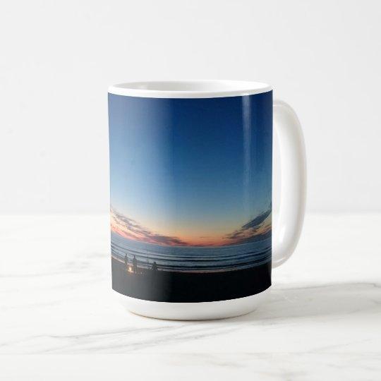 Coucher du soleil de bord de la mer. Pêche de nuit Mug