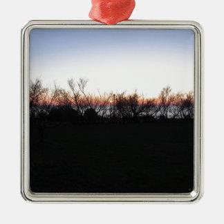 Coucher du soleil de mer avec la silhouette ornement carré argenté