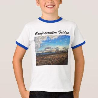 Coucher du soleil de pont de confédération, PEI T-shirt