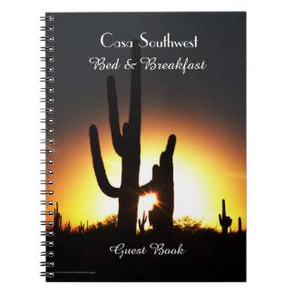 Coucher du soleil de Saguaro de livre d'invité de