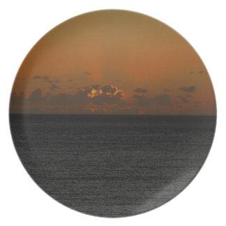 Coucher du soleil du sud .2. de roche de Devon Assiettes Pour Soirée