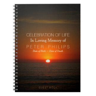Coucher du soleil et célébration de mer de livre