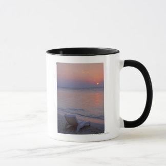 Coucher du soleil et mer mug