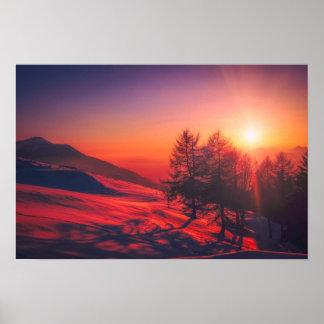 Coucher du soleil italien de montagne - rouge vif posters