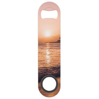 Coucher du soleil renversant de plage