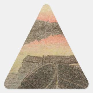 Coucher du soleil tiré par la main sticker triangulaire