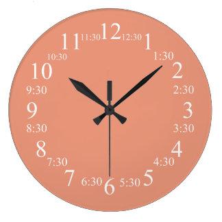Couleur classique saumonée foncée assortie grande horloge ronde