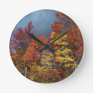 Couleurs de chute dans Blue Ridge Mountains Horloge Ronde