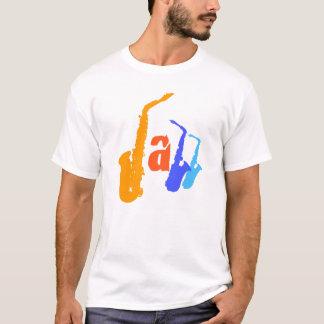 Couleurs de la pièce en t 1 d'illustration de saxo t-shirt