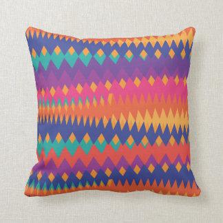 Couleurs vibrantes de zigzag tribal moderne oreiller