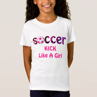 COUP-DE-PIED du football comme une chemise de T-Shirt