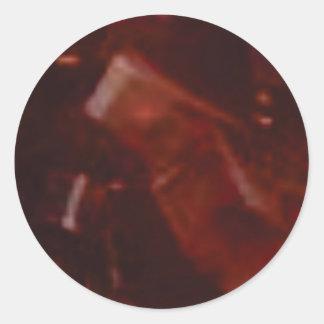 coupe rouge foncé de pierre sticker rond