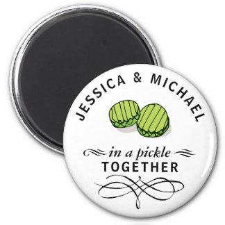 Couples dans des conserves au vinaigre ensemble aimant