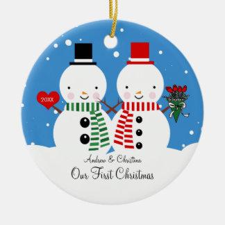 Couples de bonhomme de neige notre premier ornement rond en céramique
