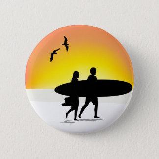 Couples de surf au bouton arrière de Pin de Badge