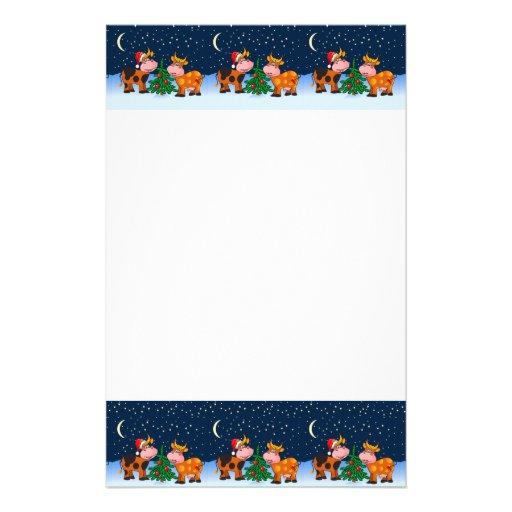 Couples doux de vache à Joyeux Noël par l'arbre de Motifs Pour Papier À Lettre