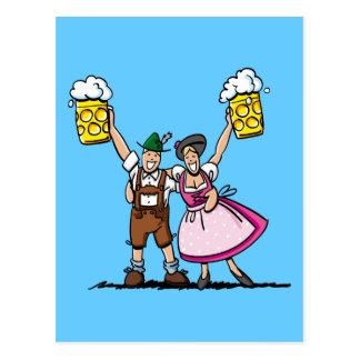 Couples heureux de bière d'Oktoberfest de carte
