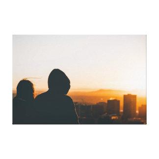 Couples regardant la ville toiles