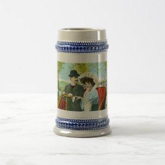 Couples romantiques dans une scène vintage chope à bière