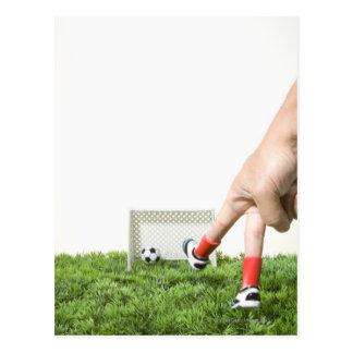 Coups de pied d'un ballon de football avec carte postale