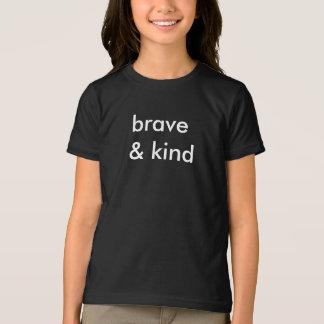 Courageux et sorte badine le T-shirt noir