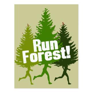 Courez la forêt, protégez le jour de la terre carte postale