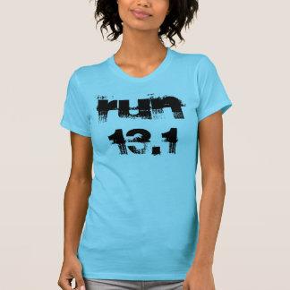 Courez le T-shirt 13,1 avec l'énonciation inspirée