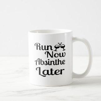 Courez maintenant l'absinthe plus tard mug