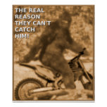 Courrier drôle de grand pied de vélo de saleté de  affiche