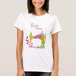 Cousez le T-shirt de couture fou par de mini