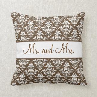 coussins mr mrs personnalis s. Black Bedroom Furniture Sets. Home Design Ideas