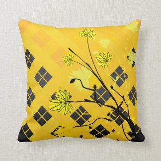 Coussin abstrait floral jaune et noir