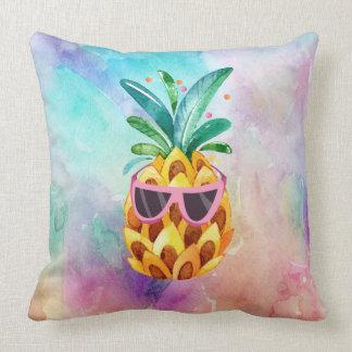 Coussin Ananas mignon d'arrière - plan coloré d'aquarelles
