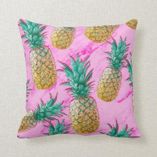 Coussin Ananas tropicaux et coloré moderne de marbre rose