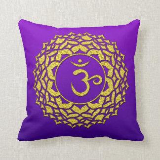 Coussin Art d'or pourpre de Chakra de couronne
