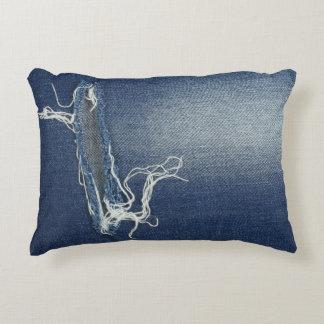 Coussin avec des blues-jean, denim, textiles