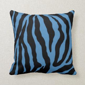 Coussin barré par copie bleue de zèbre et noire