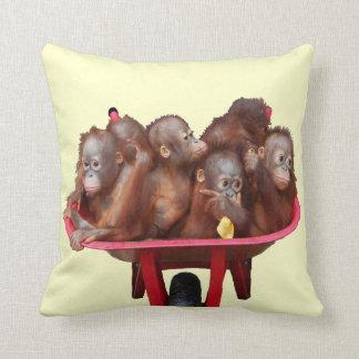 Coussin Bébés rouges d'orang-outan de brouette