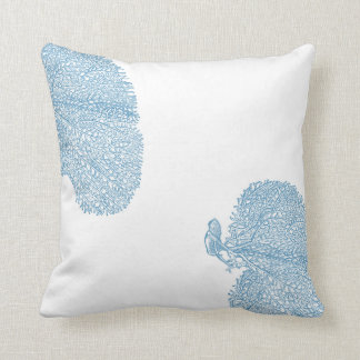 Coussin bleu de mer et blanc de corail de plage