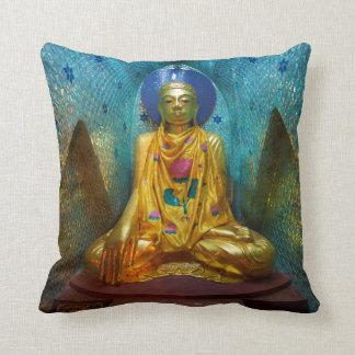 Coussin Bouddha dans l'alcôve fleurie
